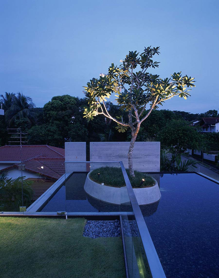 Water Feature & Garden on the Roof, Sunset Vale House, Singapore by WOW Architects