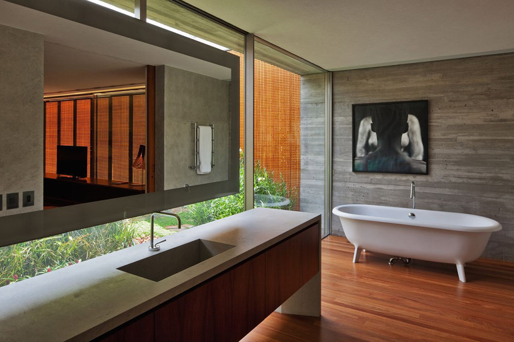 Bathroom, V4 house, Sao Paulo, Brazil by Studio MK27