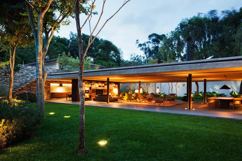 Evening Lights, V4 house, Sao Paulo, Brazil by Studio MK27