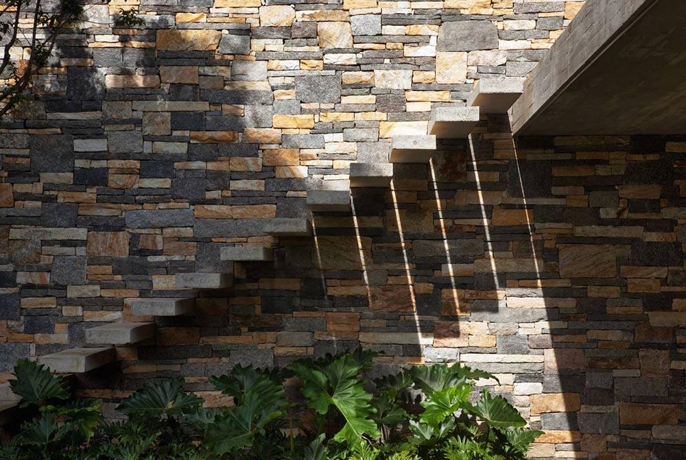 Floating Stairs, V4 house, Sao Paulo, Brazil by Studio MK27