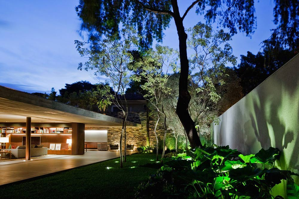 Garden Lighting, V4 house, Sao Paulo, Brazil by Studio MK27