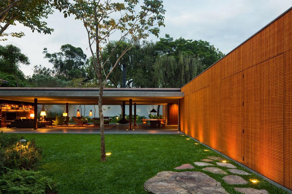 Garden, Textured Walls, V4 house, Sao Paulo, Brazil by Studio MK27http://www.freshpalace.com/wp-admin/media-upload.php?type=file&tab=gallery&post_id=4339#