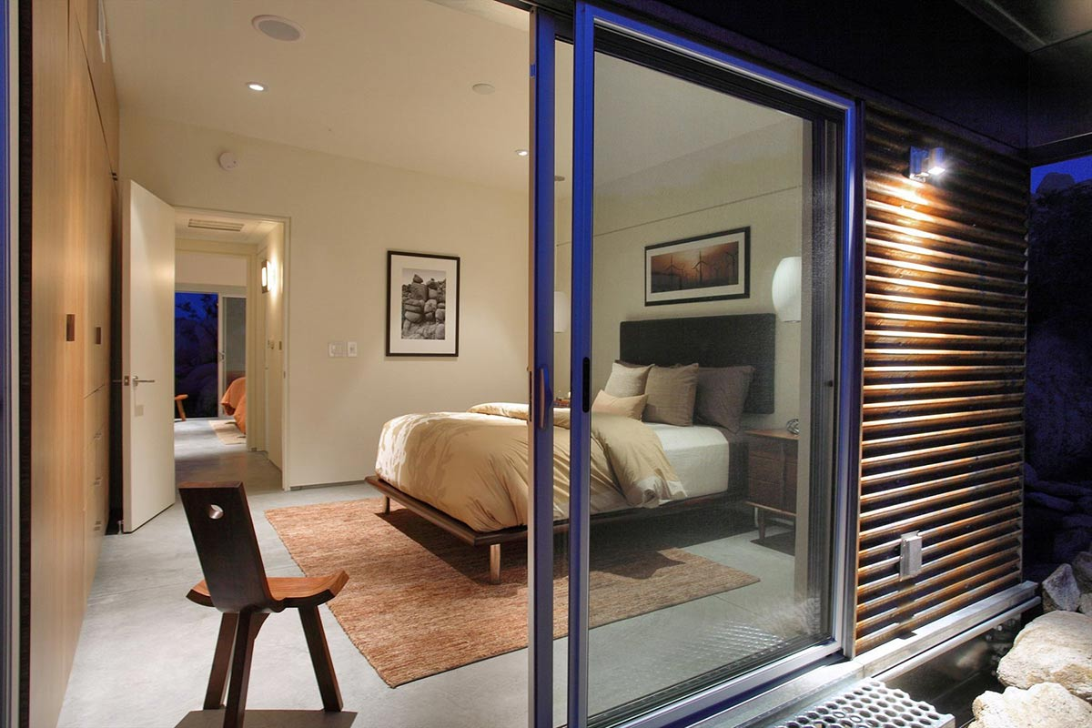 Patio Doors Bedroom, Rock Reach House, Mojave Desert, California, USA