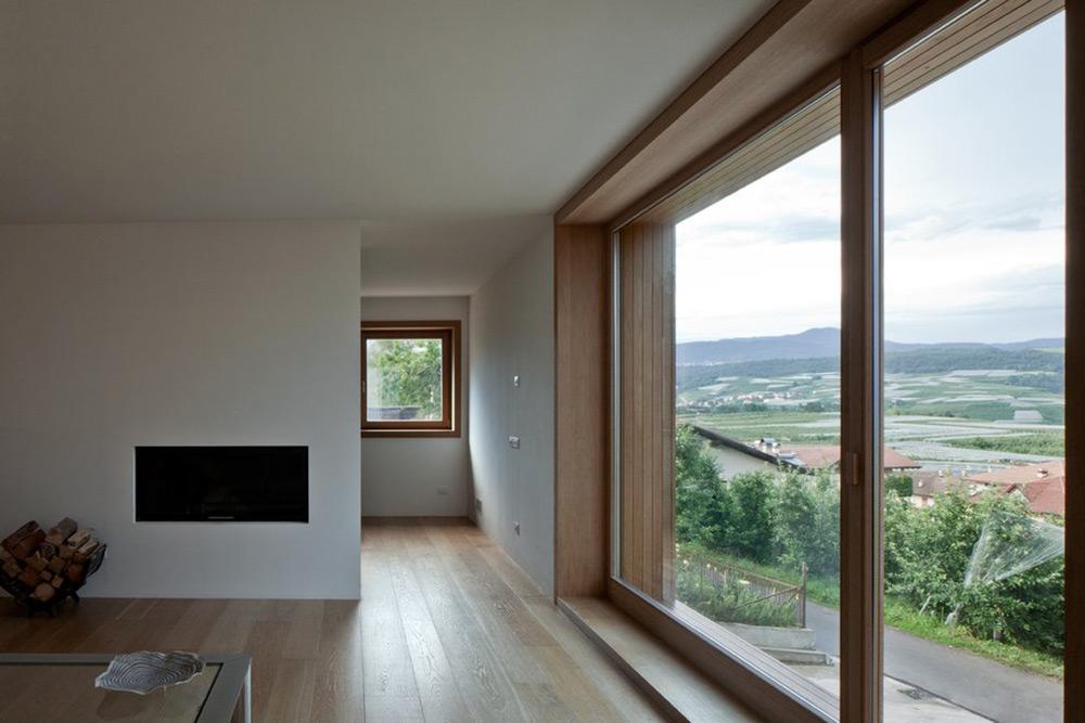 Contemporary Fireplace, Casa Incantata B&B, Revò, Italy