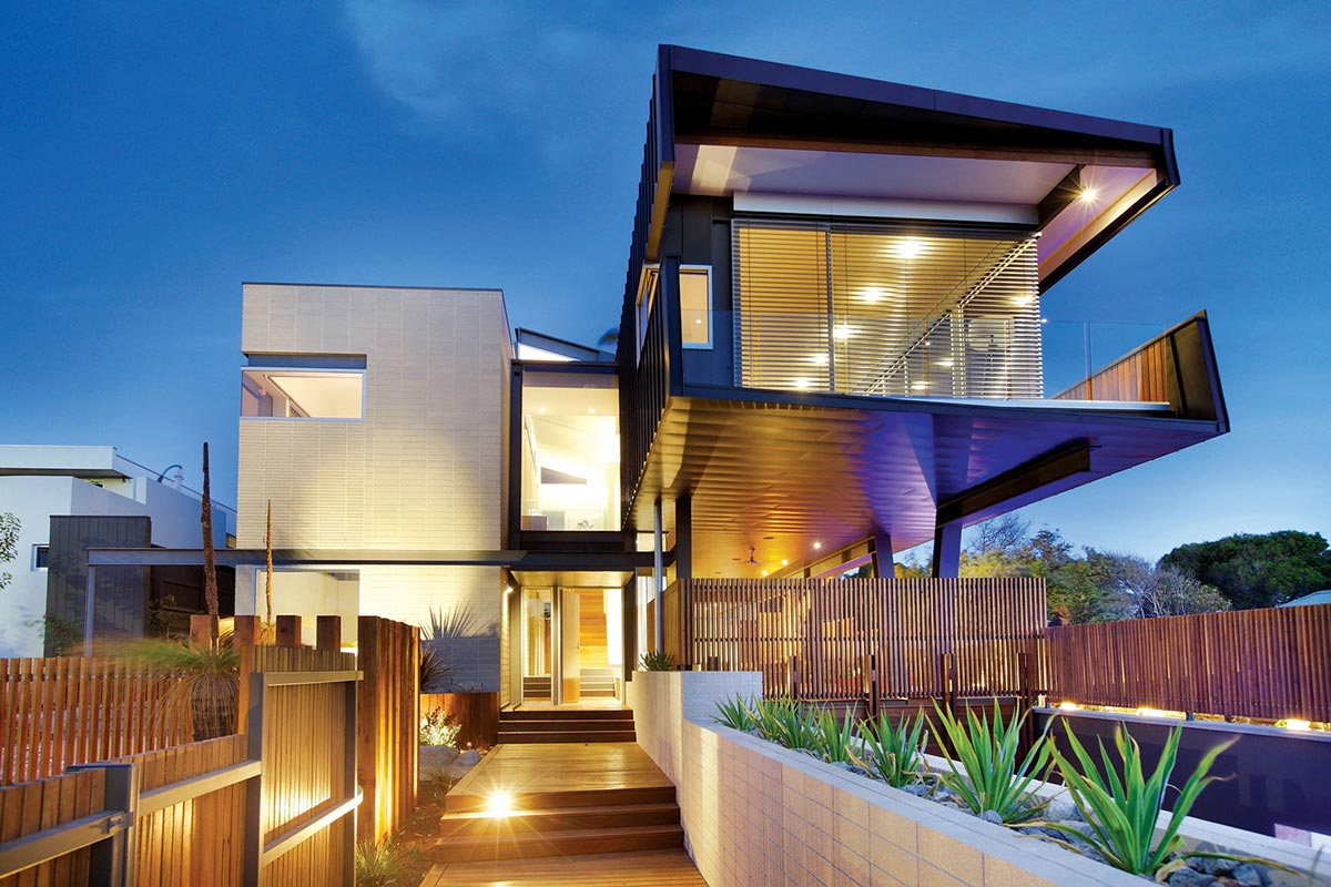 Cantilevered house in melbourne australia for Beachside home designs