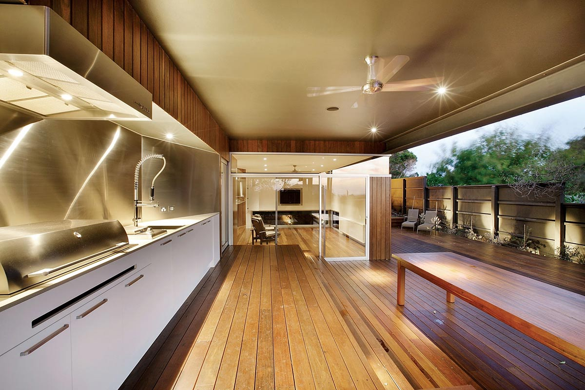 Outdoor kitchen coronet grove residence by maddison for Outdoor kitchen australia