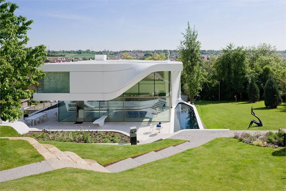Pool, Garden, Curvy Villa on the Outskirts of Stuttgart