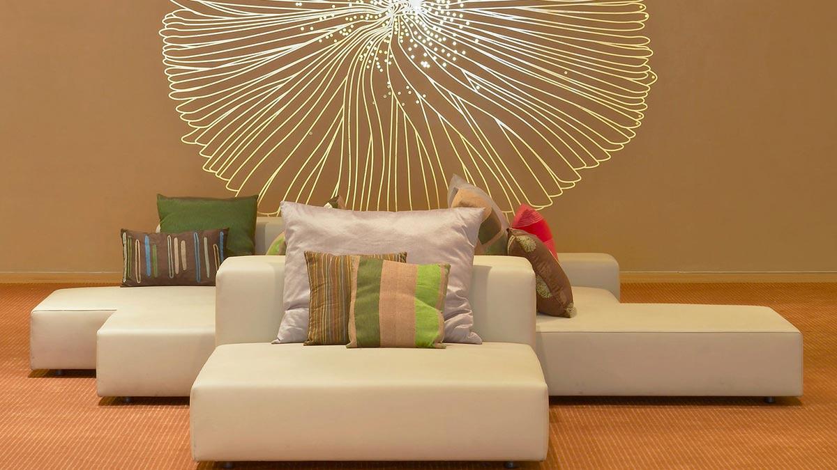 Sofa cushions wall art w hotel barcelona by ricardo bofill for Hotel wall design