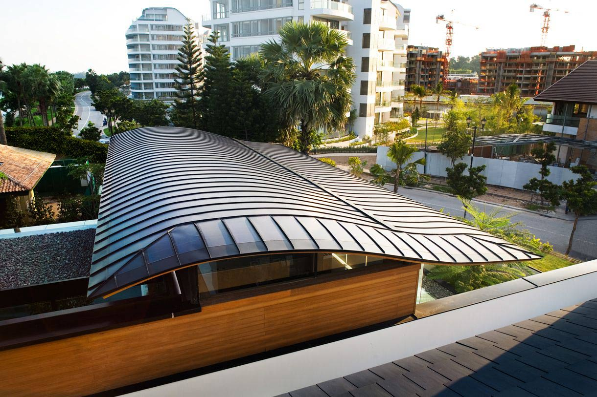 Seafront home in singapore with underwater media room for Aaa fish house