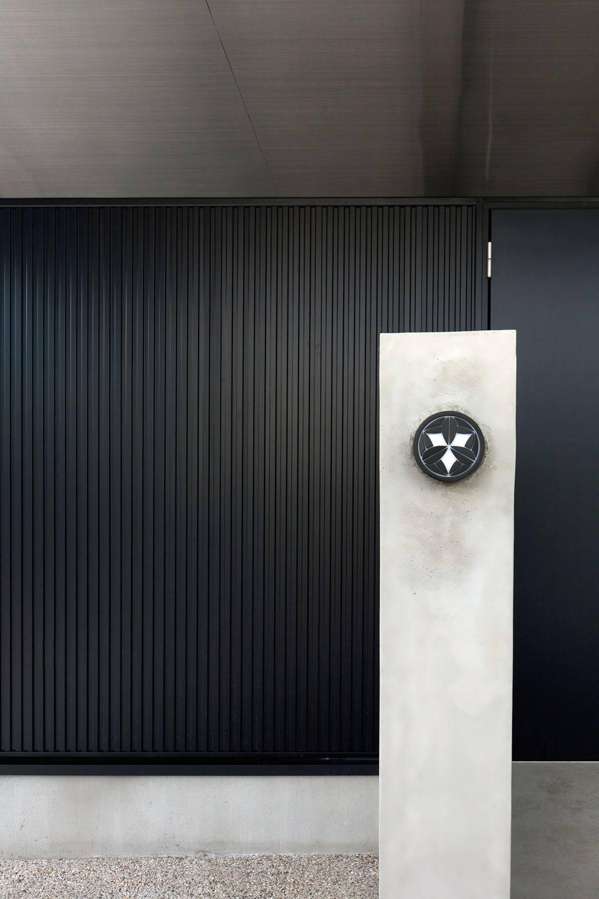 Entrance, Wall Light, Hansha Reflection House, Nagoya, Japan