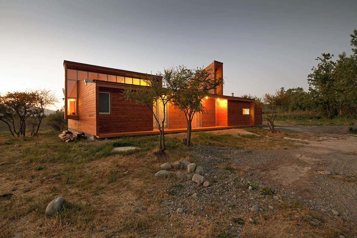 Low-Cost Home in Chile with Japanese Influences