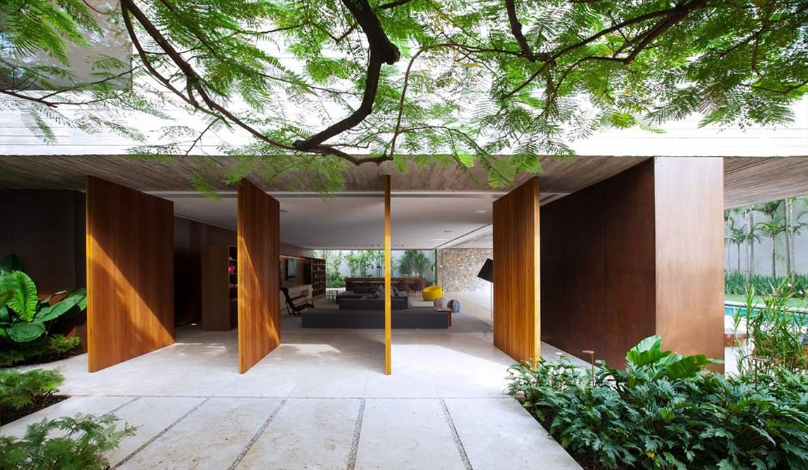 Open Living Space, Concrete House in São Paulo, Brazil