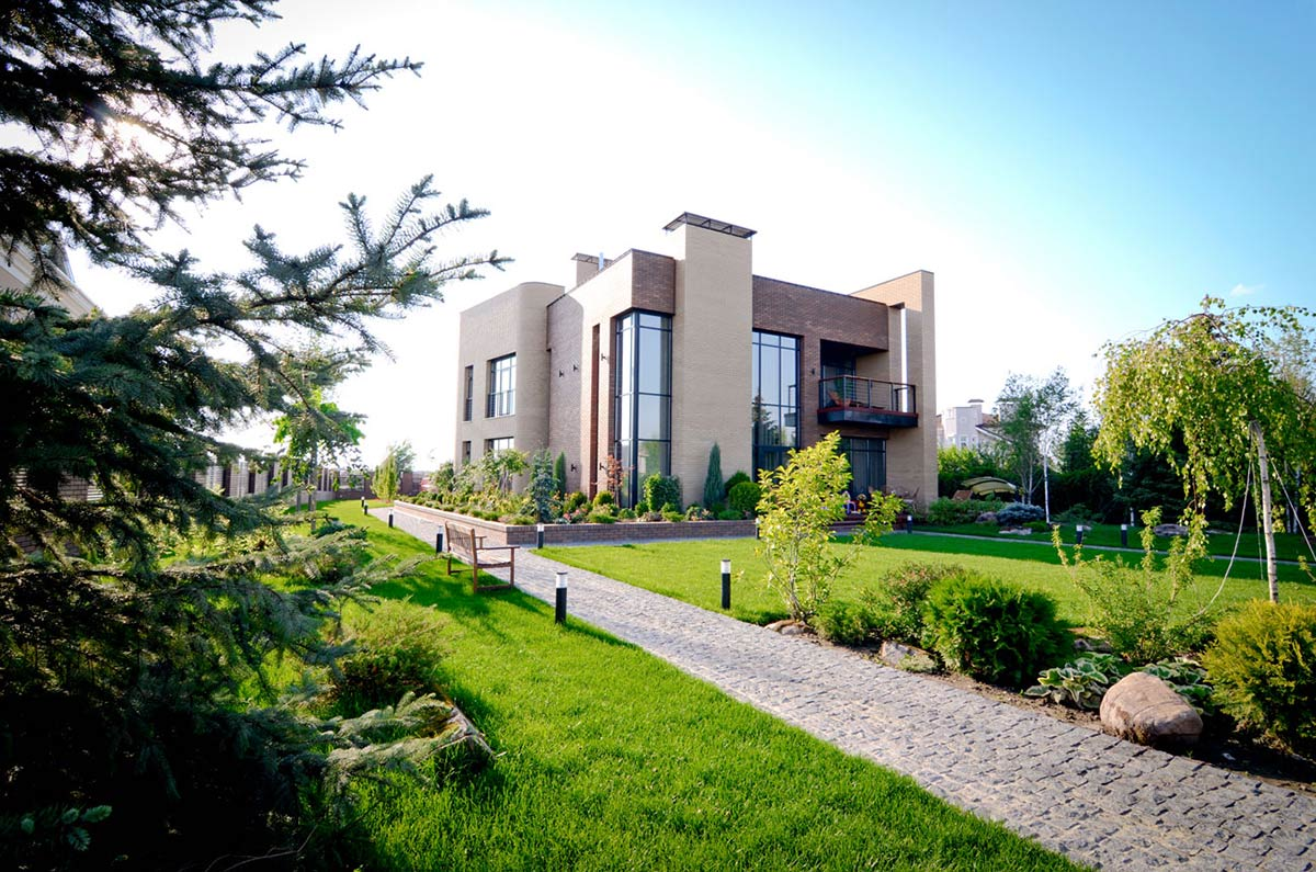 Garden Pathway, Large Family Residence in Kiev, Ukraine