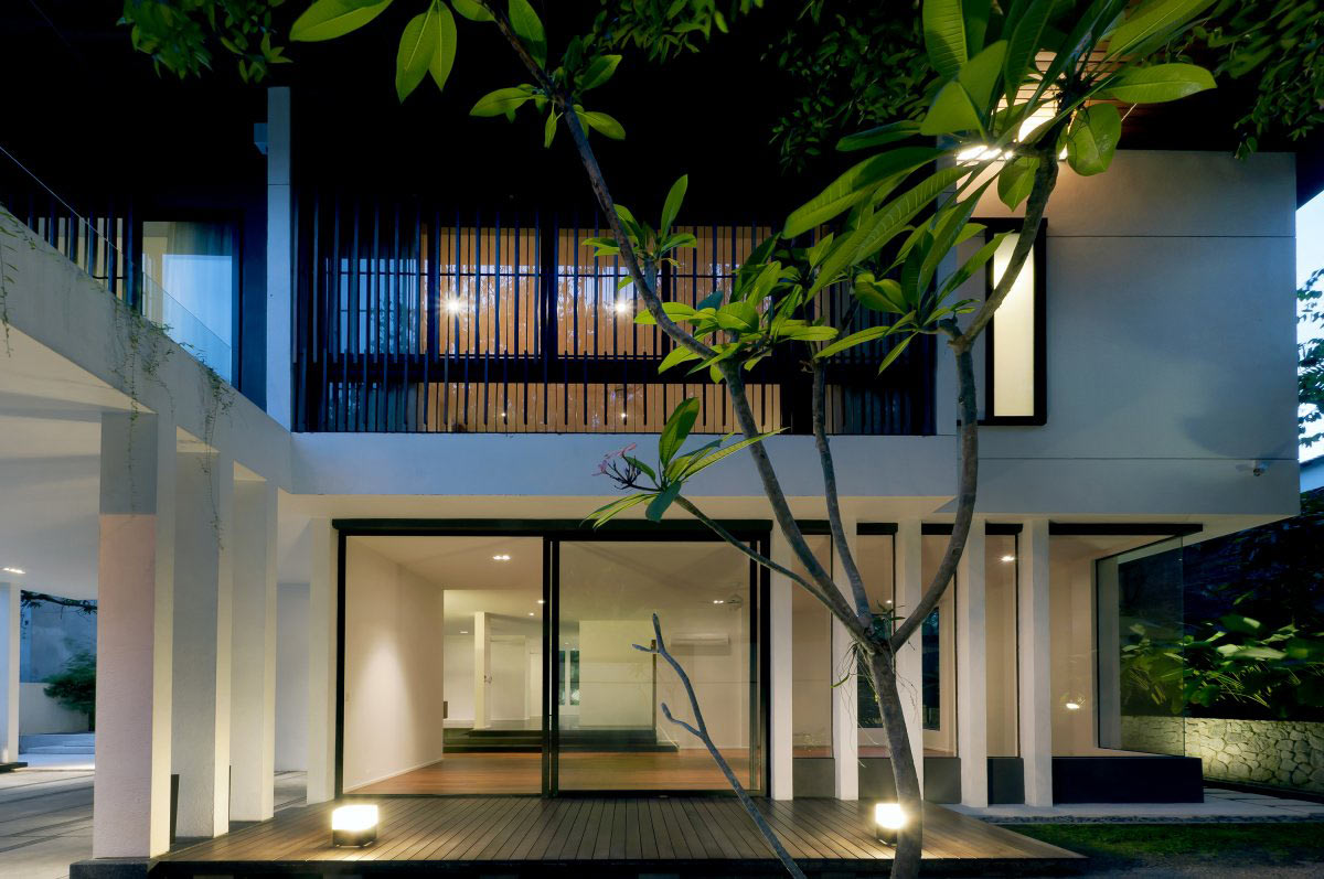 Deck, Lighting, Modern Home in Kuala Lumpur