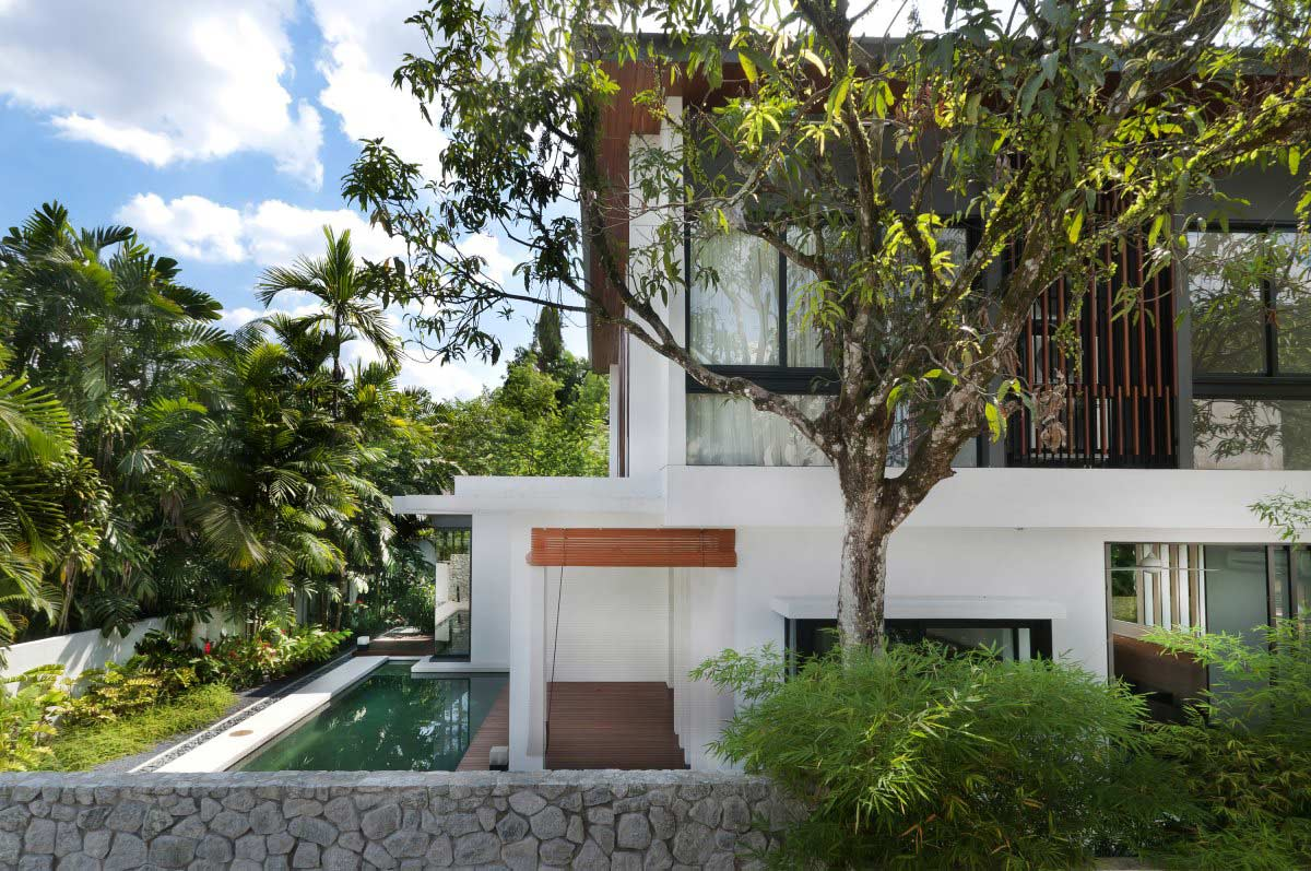 Garden pool modern home in kuala lumpur for Modern house design with garden