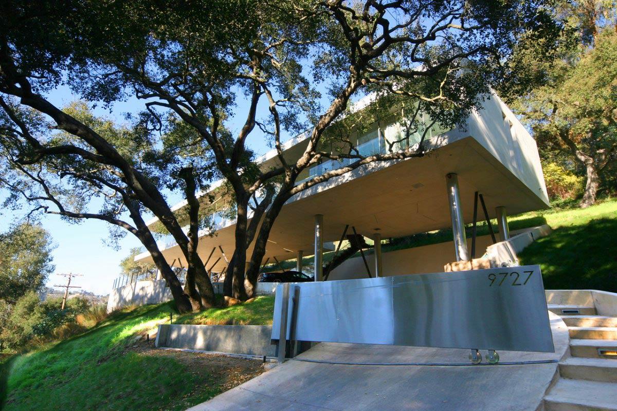 Metal Gate, Modern Residence in Beverly Hills