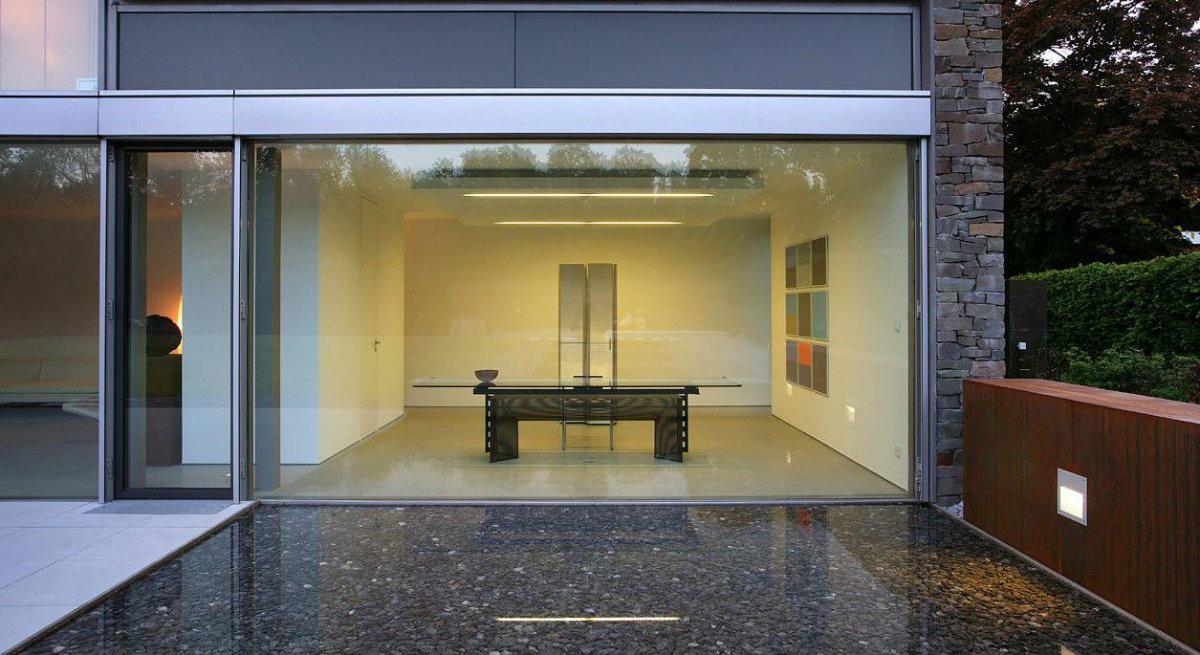 Kitchen, Water Feature, Möllmann Residence in Bielefeld, Germany