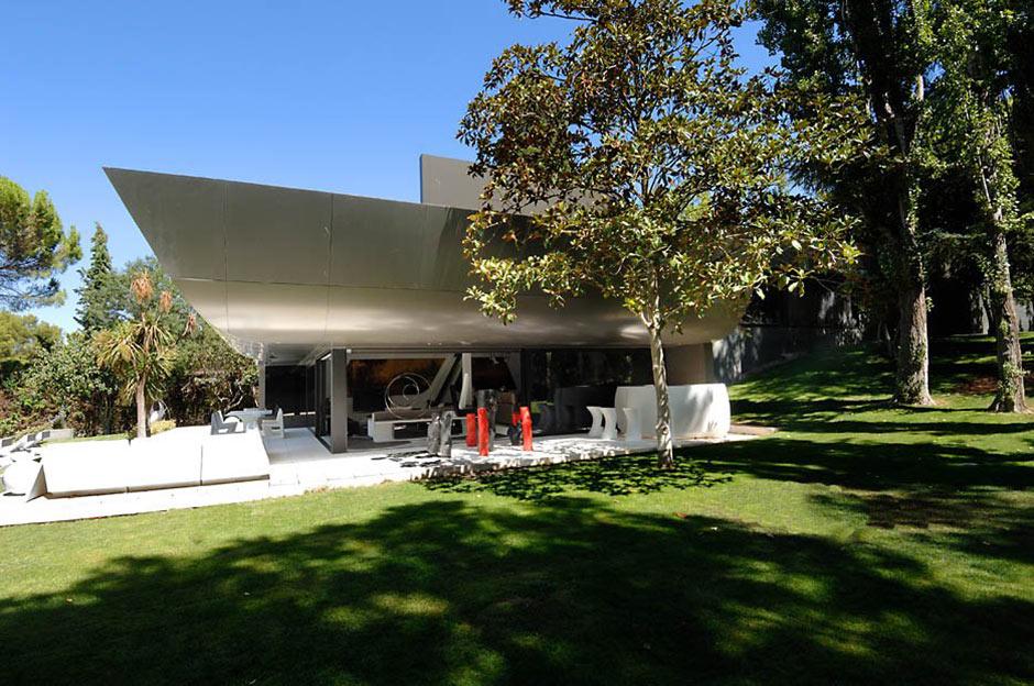 Modern Renovation in Madrid, Spain