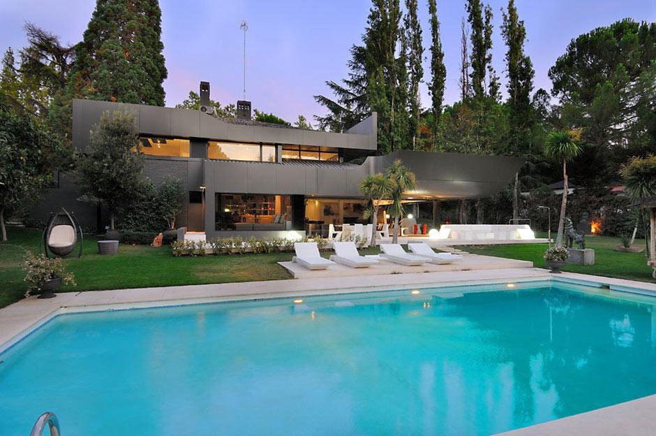 Outdoor Pool, Modern Renovation in Madrid, Spain