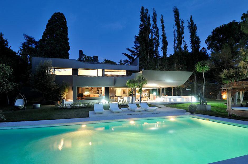 Pool Lights, Modern Renovation in Madrid, Spain