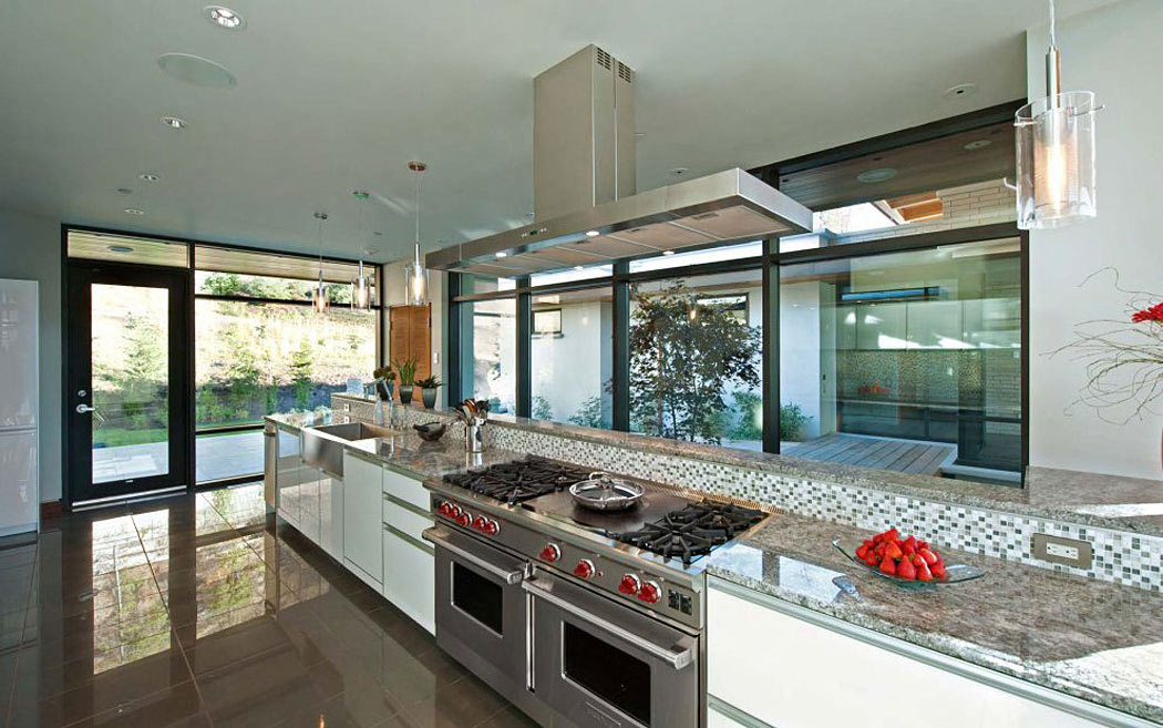 Kitchen, Exceptional Hillside Home Overlooking Okanagan Lake, Canada