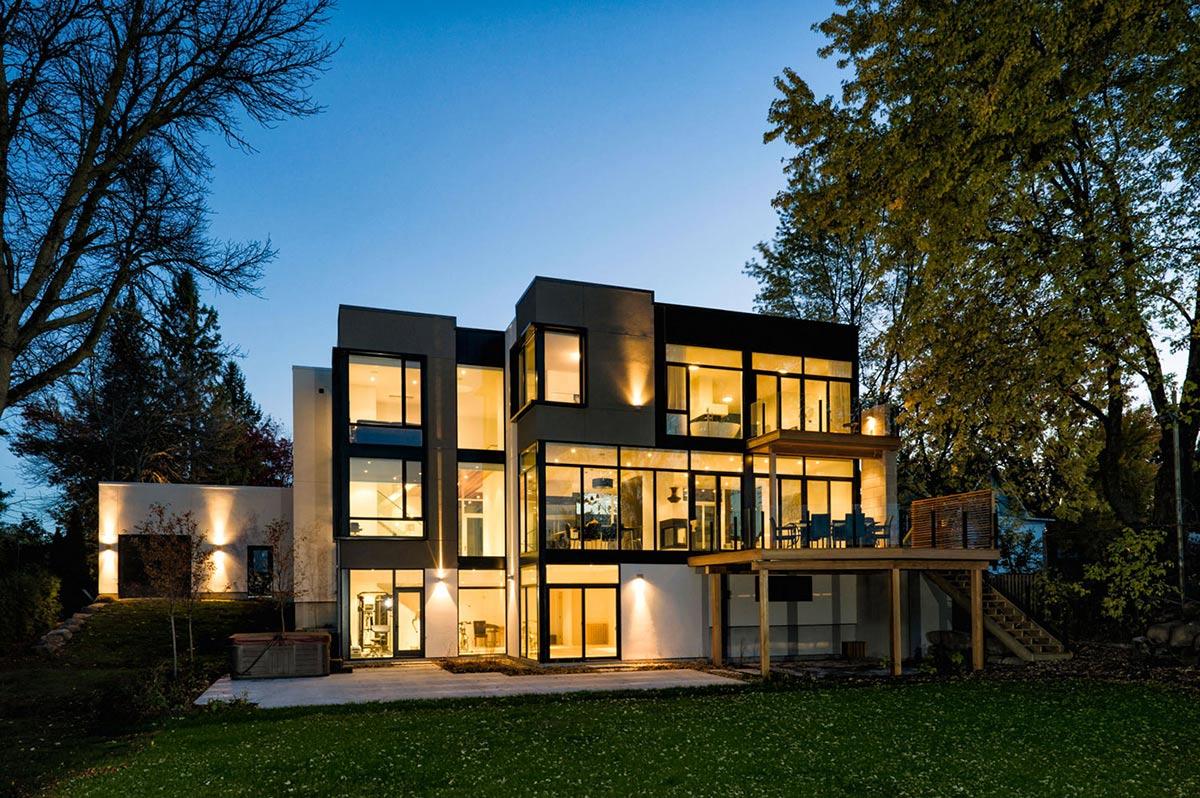 Riverside Home in Ottawa, Canada