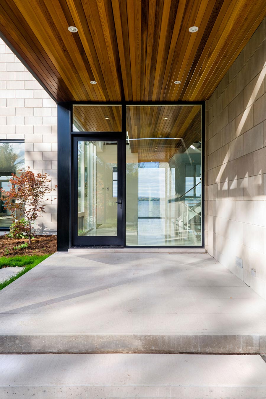 Glass front door riverside home in ottawa canada for Front house doors with glass