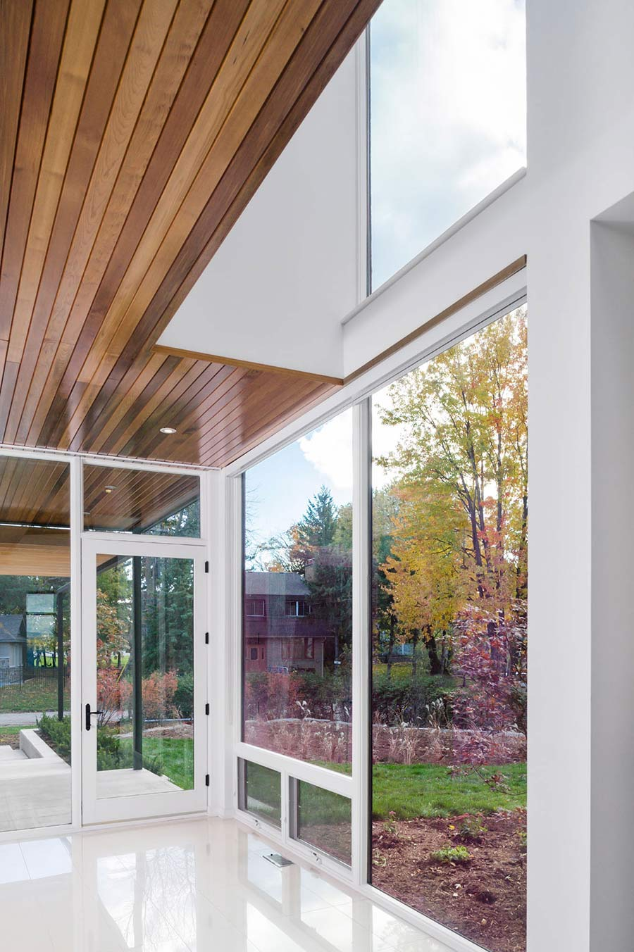 Glass Walls, Riverside Home in Ottawa, Canada