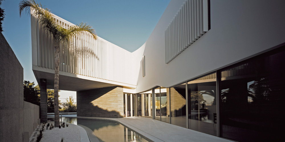 Curved Pool, Psychiko House, Athens by Divercity Architects