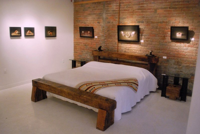 Stremlined Bed, Rail Yard Studios