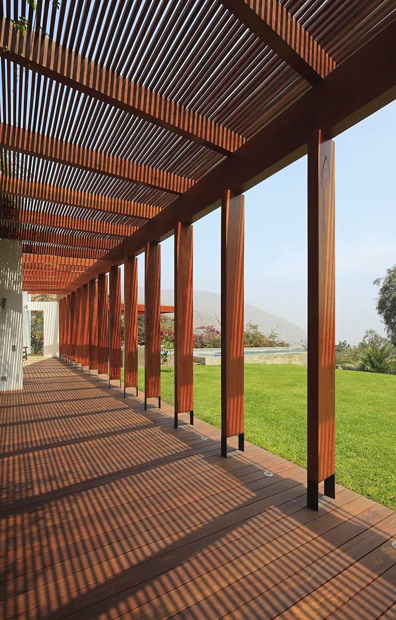 Terrace pergola summer home in lima peru for Terrace pergola