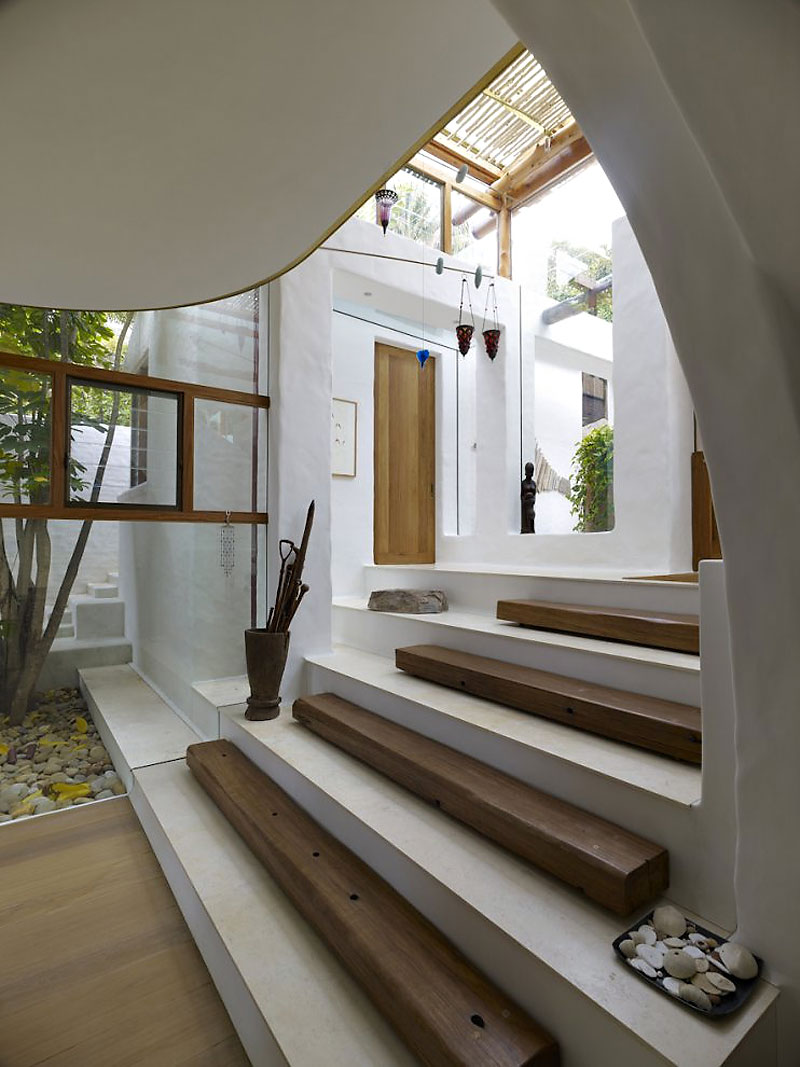 Interesting stairs beautiful waterfront home in coogee australia for Interieur maison de luxe