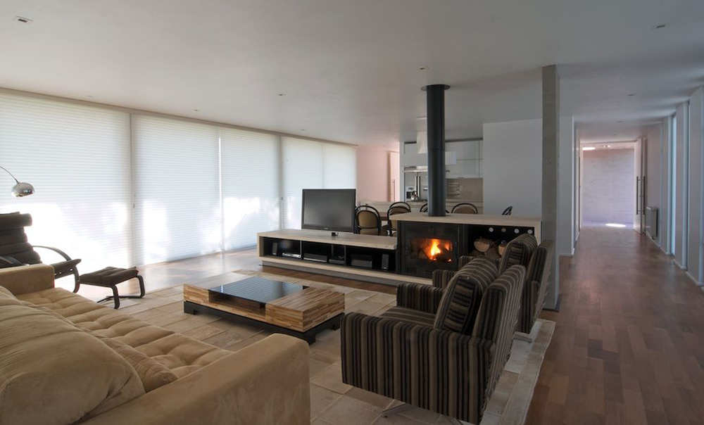 Fireplace, Coffee Table, Sofas, Modern Bungalow in Bento Gonçalves, Brazil