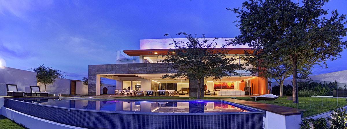 Infinity Pool, Lighting, Garden, Modern Family Home in Zapopan, Mexico