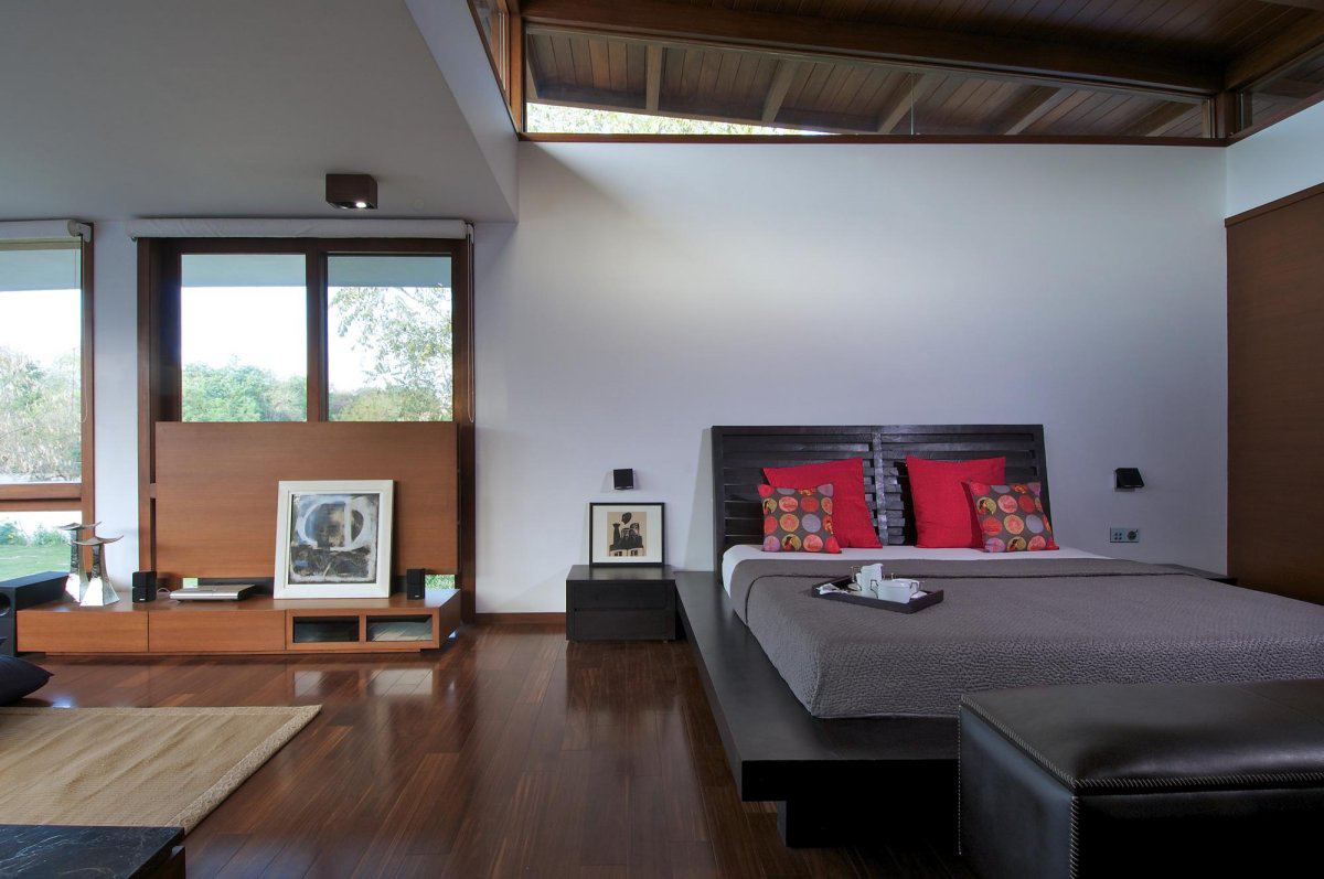 Bedroom, Courtyard House by Hiren Patel Architects