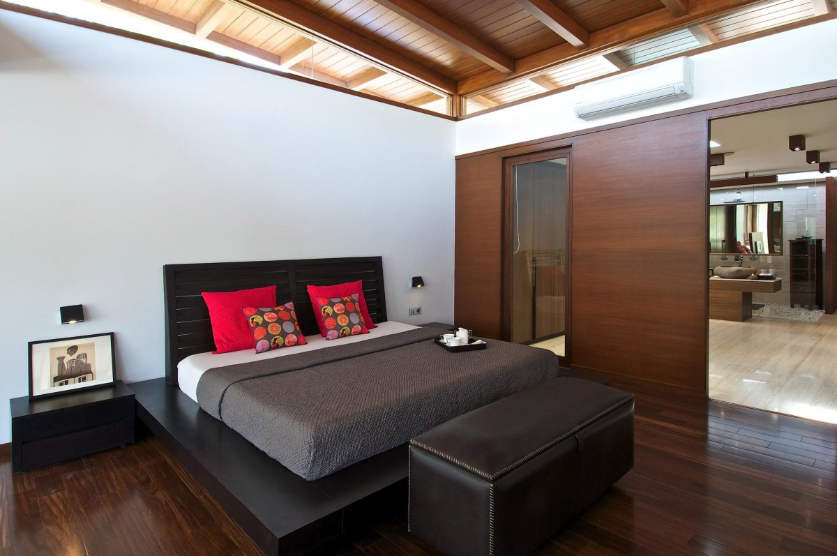 Bedroom, Bathroom, Courtyard House by Hiren Patel Architects
