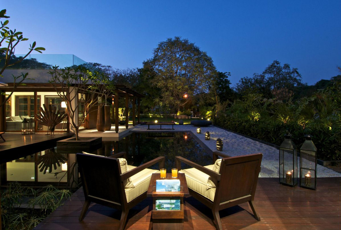 Deck, Water Feature, Courtyard House by Hiren Patel Architects