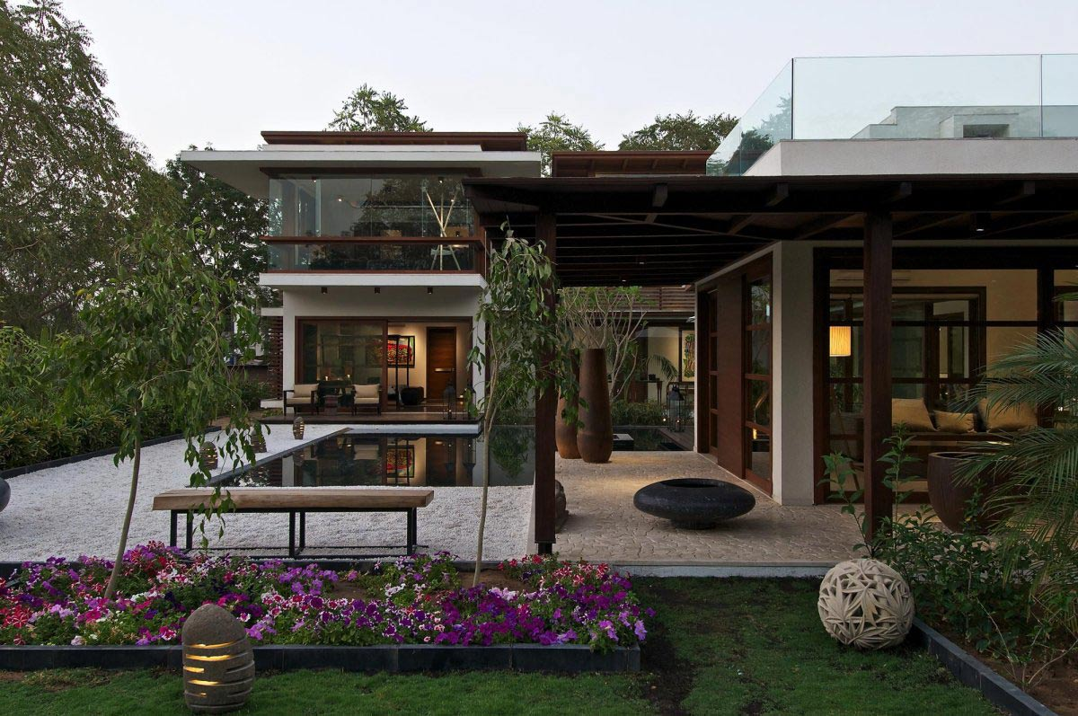 Terrace, Pergola, Courtyard House by Hiren Patel Architects