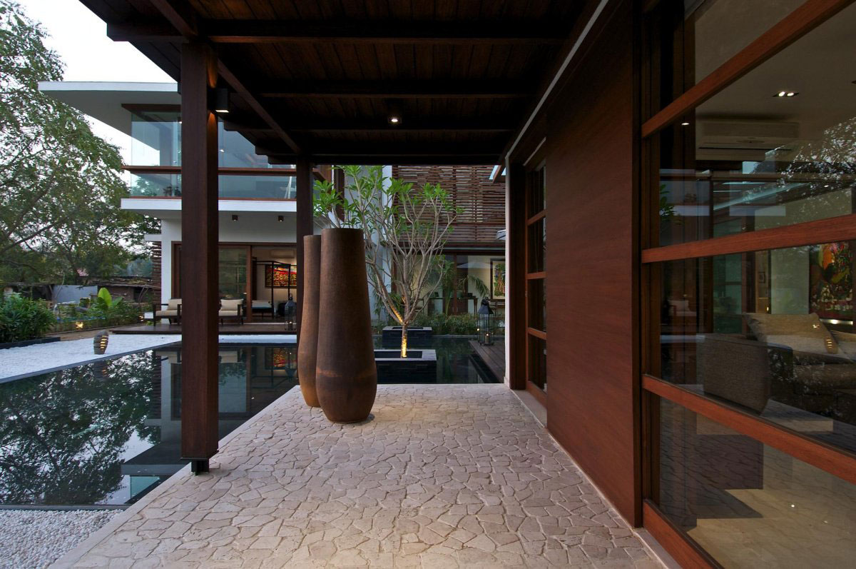 Terrace, Water Feature, Glass Walls, Courtyard House by Hiren Patel Architects