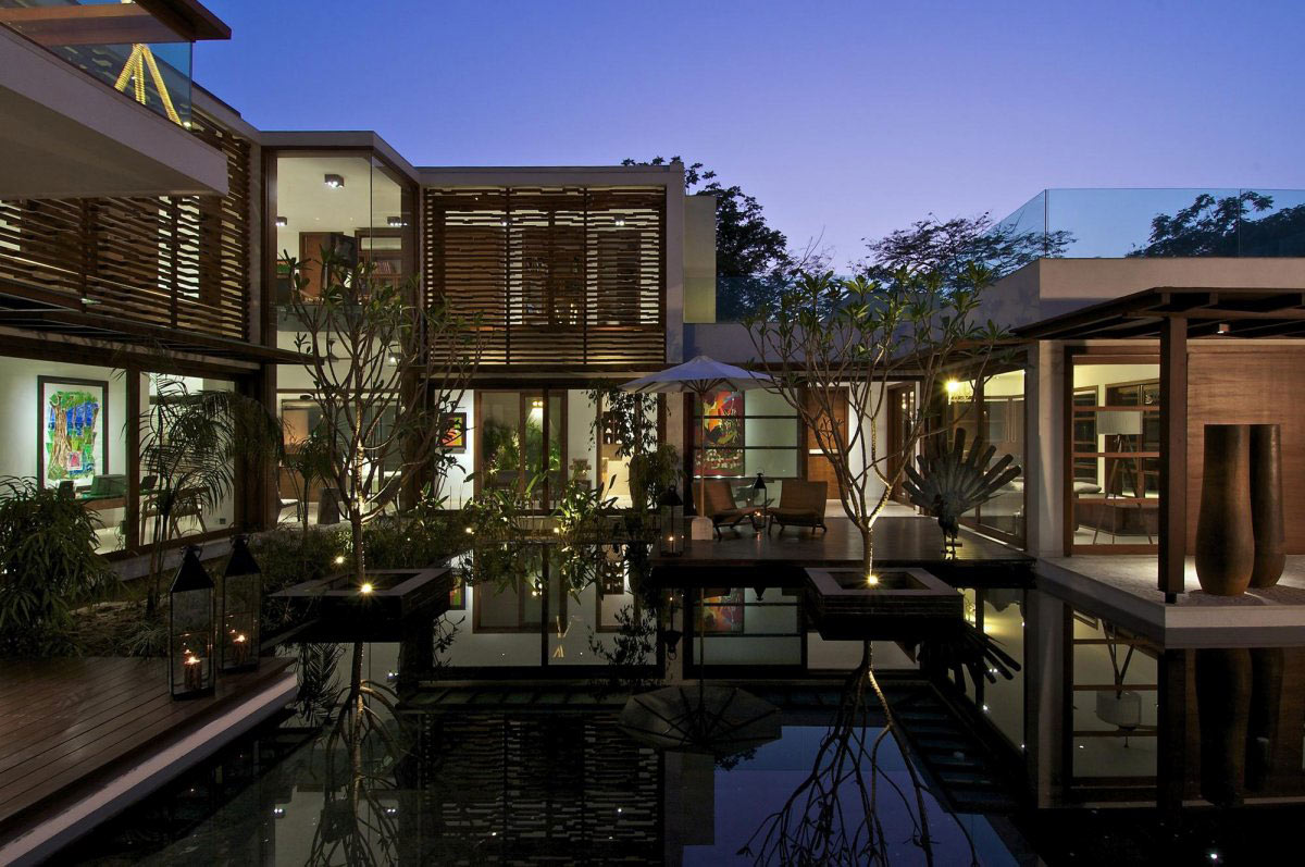 Water Feature, Lighting, Courtyard House by Hiren Patel Architects