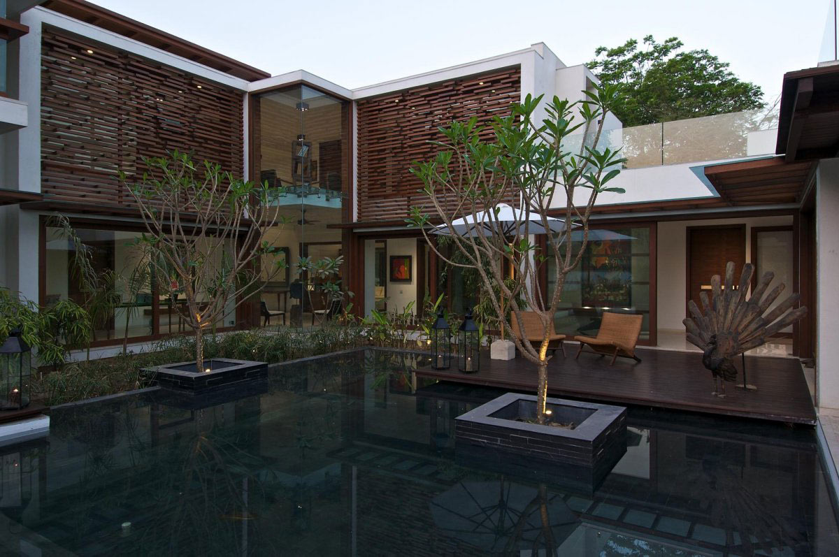 Water Feature, Courtyard House by Hiren Patel Architects
