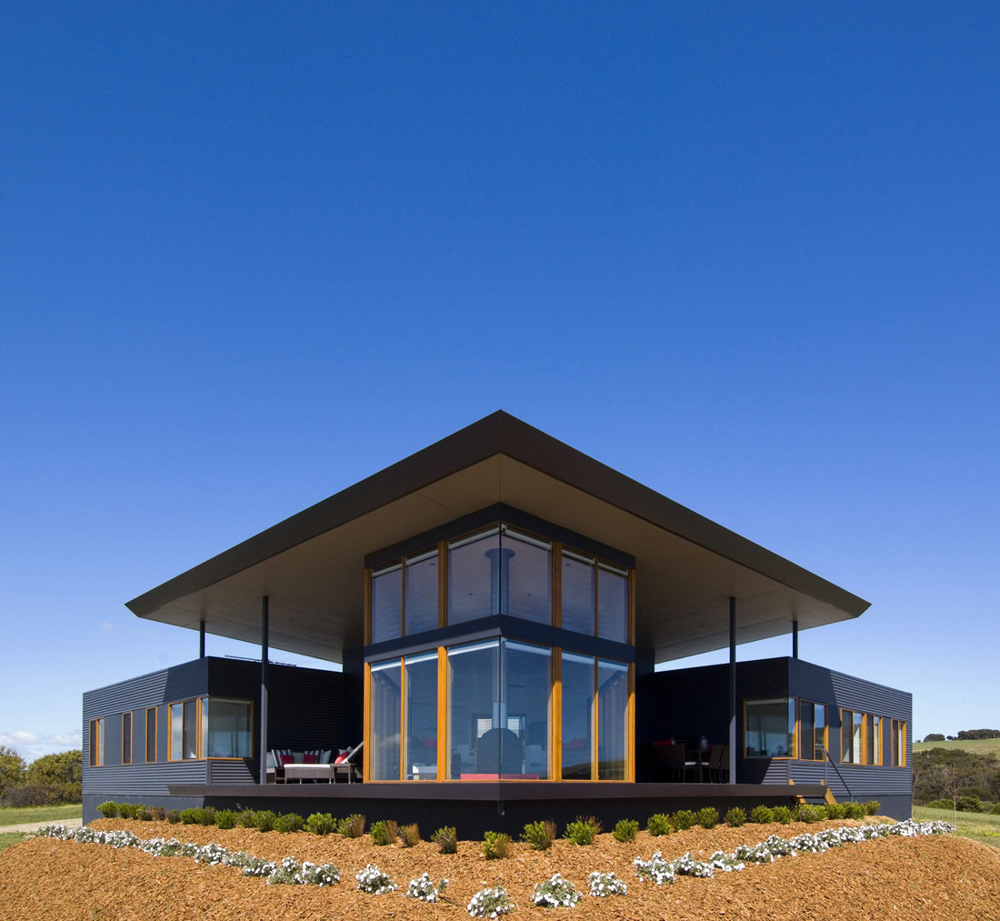 Holiday Home with Floating 'Lid' Roof in Emu Bay, Australia