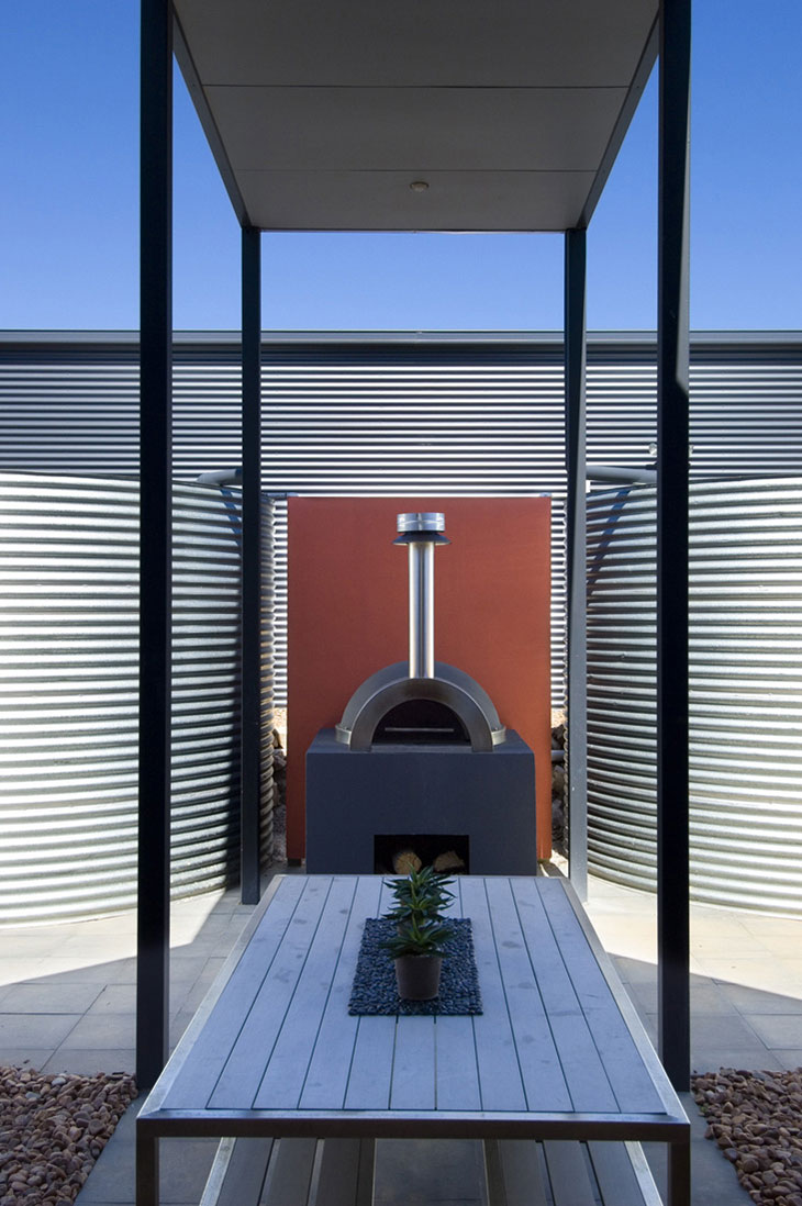 Outdoor Living, Holiday Home with Floating 'Lid' Roof in Emu Bay, Australia