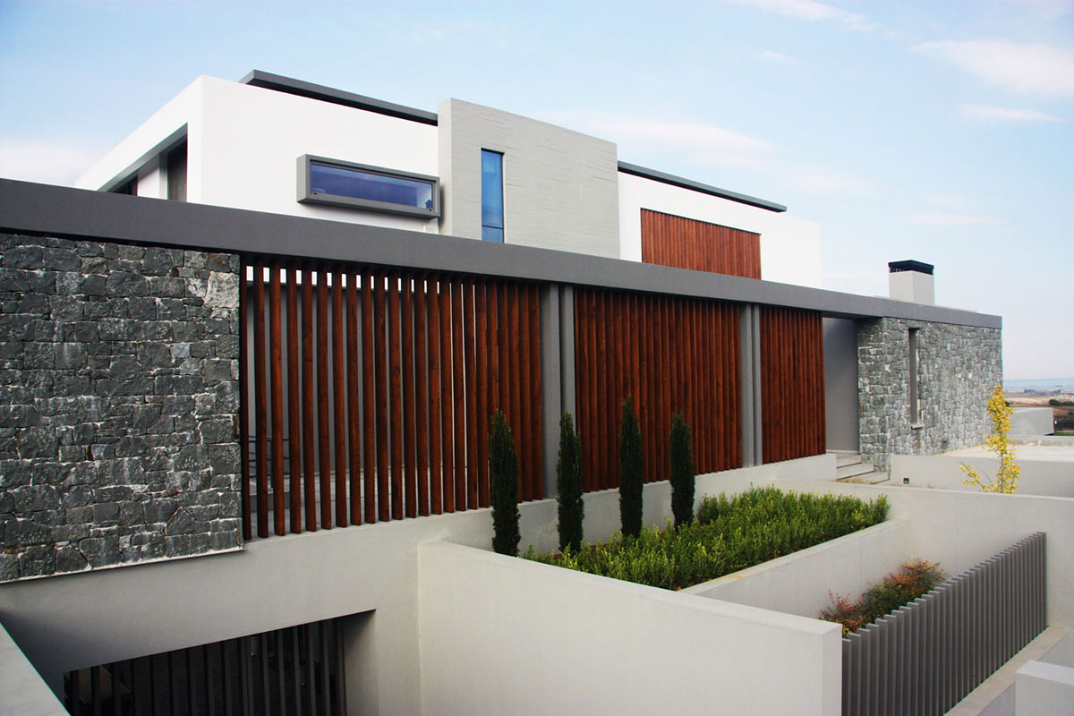 Entrance, Hilltop Home in Thessaloniki, Greece by Office 25 Architects