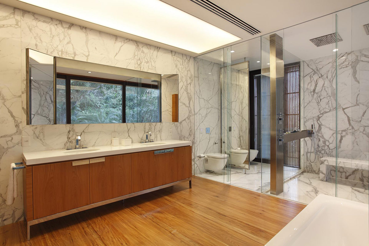 Bathroom, Glass Walls, Colonial Style House Renovation in Rio de Janeiro