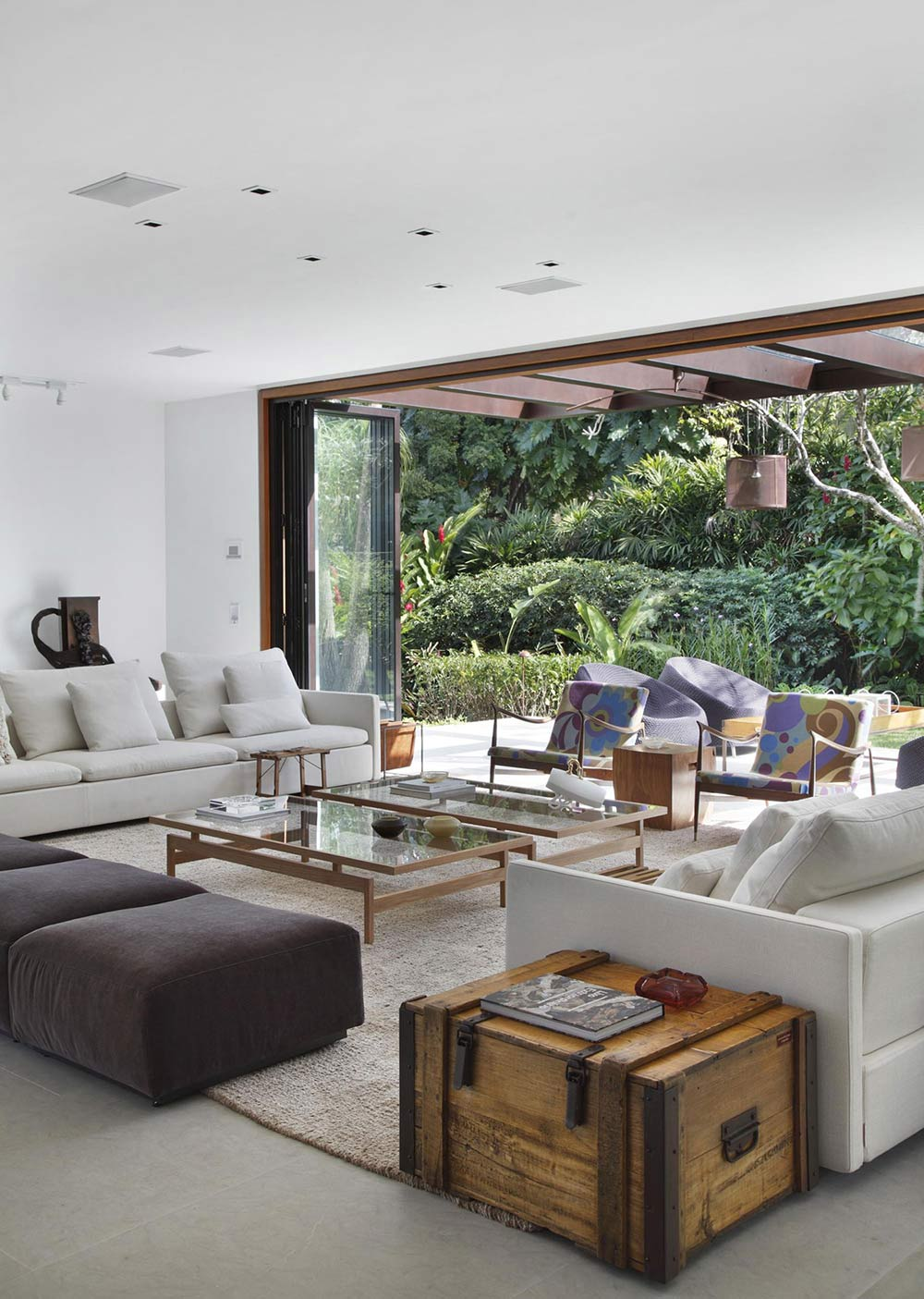 Coffee Table, Sofas, Colonial Style House Renovation in Rio de Janeiro
