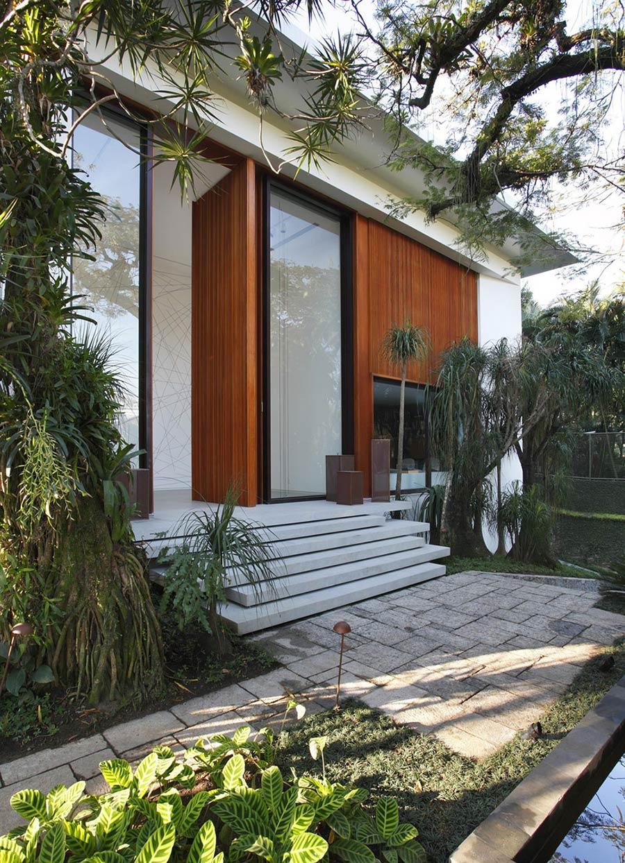 Entrance, Colonial Style House Renovation in Rio de Janeiro