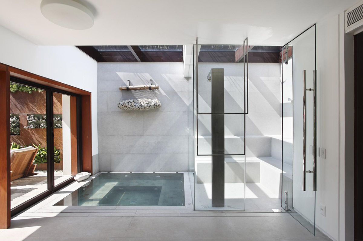 Jacuzzi, Steam Room, Colonial Style House Renovation in Rio de Janeiro