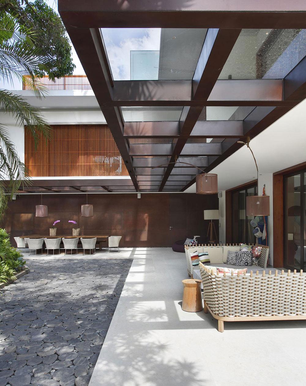 Outdoor Living, Colonial Style House Renovation in Rio de Janeiro