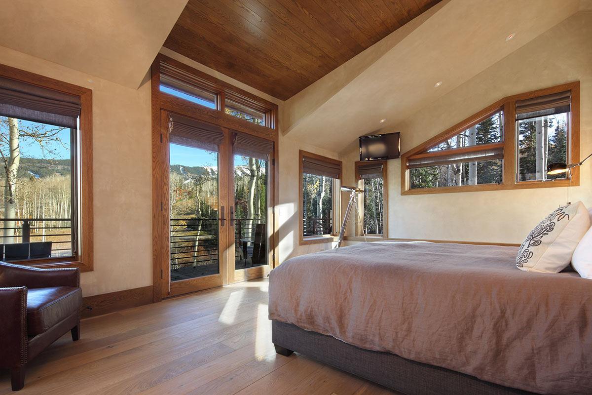 Bedroom, Balcony, Modern Log Cabin in Telluride Colorado